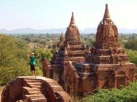 Auch kann man überall drauf rummklettern. Sollte Bagan irgendwann mal unter Weltkulturerbe stehen, wird das sicherlich nicht mehr möglich sein.