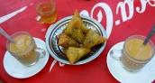 Zum Kaffee gibt es Samosas (Vegetarisch)