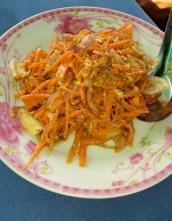Karottensalat mit Ingwer und Erdnüssen