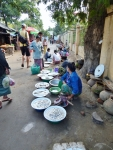 Der Lokale Markt findet jeden Morgen zwischen 6 und 12 Uhr statt. Der im Irrawaddy gefangene Fisch wird angeboten.