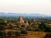Die Stupas im Abendlicht.