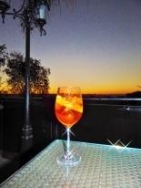 Ein Cocktail auf der Terrasse der Heinitzburg in Windhoek. Ein Muss.