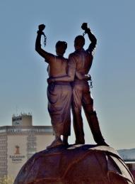 Statue vor der Alten Feste. Vor kurzem Stand da noch das Reiterdenkmal. Das war aber nicht mehr zeitgemäß.
