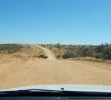 Weg nach Swakopmund. Typische Pad (Schotterstraße). Teerstraßen gibt es nur sehr wenige. Die meisten Straßen sind solche Pads.