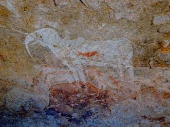 Felsmalereien sind häufig zu bestaunen. Hier ein weißer Elefant.