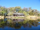 Eine Lodge im Okavango Delta. Mitten im Moremi NP. Hier kostet eine Übernachtung ab 500 USD p.P. Gut, dass wir unser Dachzelt hatten.