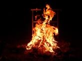 Das Lagerfeuer kann gar nicht groß genug sein. Abends wird es doch recht schattig.