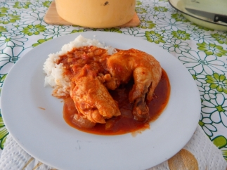 In Botswana schmeckte vor allem das Hühnchenfleisch. Hier mal mit roter Sauce.