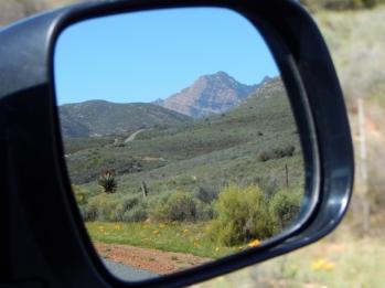 Wegen des unbeständigen Wetters und weil wir Kapstadt schon vor 10 Jahren besucht haben, die Zeit auch ein bisschen knapp wird, entscheiden wir uns in die Berge abzubiegen.