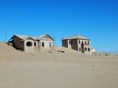 Der Sand erobert die Siedlung.