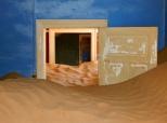 Bald hat der Sand den oberen Türrahmen erreicht.