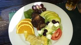 In Joe's Bierhaus in Windhoek gab leckere Steaks. Und für die Mädels nicht mit Pommes, sondern wahlweise mit Obstsalat. Ganz meine Wahl.