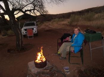 Die Reise beginnt. Unser erster Abend. Gemütlich am Lagerfeuer. Es sollten noch viele folgen.