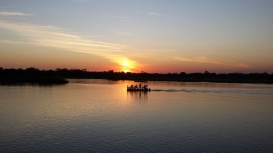 Sonnenuntergang auf dem Zambezi River.
