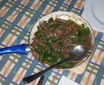 Eine Rindfleischpfanne mit Paprika.