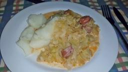 Weißkohl mit afrikanischen Mettenden und Kartoffelbrei.